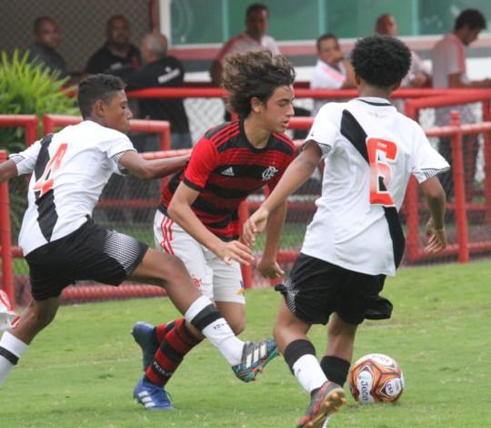 Sub-13 perde para o Vasco nos pênaltis e fica fora da final da Taça Guanabara