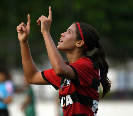 Dany Helena celebra boa temporada e pensa na semifinal do Brasileiro