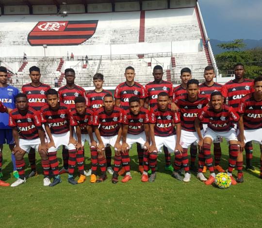 Sub-16 goleia o Piscinão e se sagra campeão do returno do Torneio Guilherme Embry
