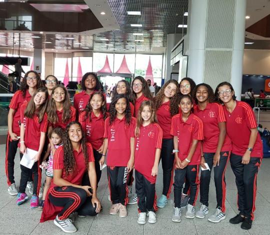 Tudo pronto! Meninas rubro-negras embarcam para o Campeonato Brasileiro de Nado Artístico