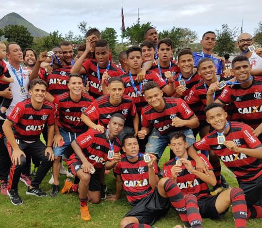 Tricampeão! Flamengo goleia a Portuguesa e fatura o título da Taça Guanabara Sub-17