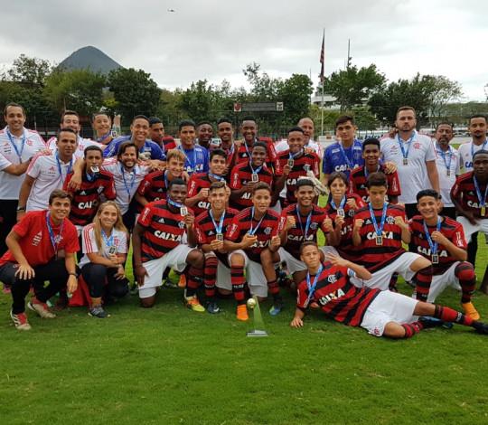 Com seis gols da dupla Werton e Fellipe, Sub-15 goleia a Portuguesa e conquista a Taça Guanabara