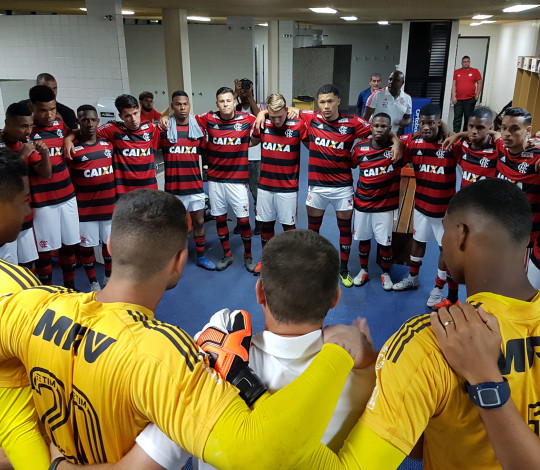 Flamengo recebe o Vitória em busca da vaga na final do Brasileiro Sub-20