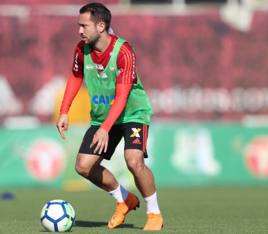 Flamengo treina no Ninho do Urubu e Everton Ribeiro fala sobre trabalho de Dorival Júnior