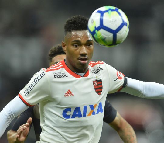 """""""Estamos vivos"""": Vitinho dita o ritmo do Fla em goleada sobre o Corinthians"""