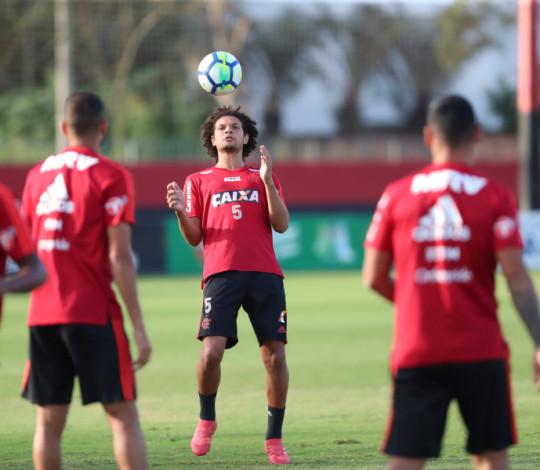 Arão relembra bons momentos contra o Fluminense e elogia trabalho de Dorival Júnior