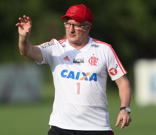 Dorival Júnior exalta semana de treinos e projeta clássico contra o Fluminense