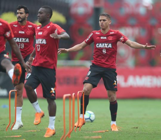 Na briga pelo título do Brasileirão, Flamengo disputa clássico contra o Fluminense