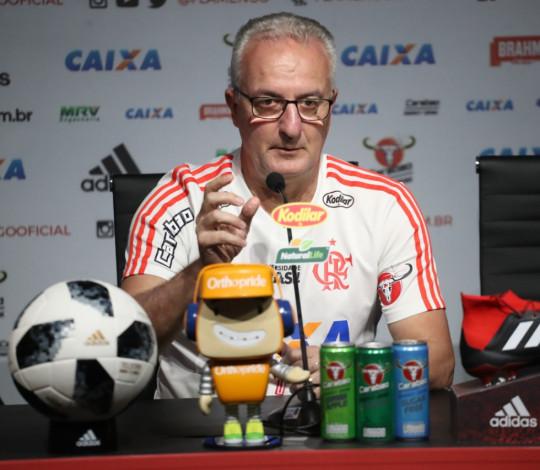 Dorival projeta confronto diante do Paraná e analisa reta final do Brasileirão