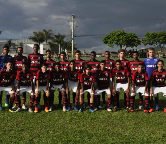Sub-13 e Sub-14 goleiam Bangu pelo Metropolitano, e seguem líderes da Taça Rio