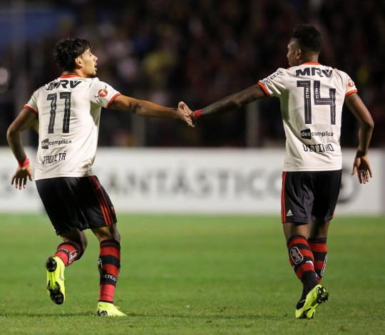 Flamengo goleia o Paraná e conquista a terceira vitória seguida no Brasileirão