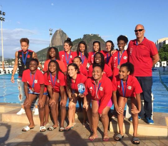 É campeão! Flamengo leva os títulos do Estadual de Polo Aquático Sub-20 e Sub-15