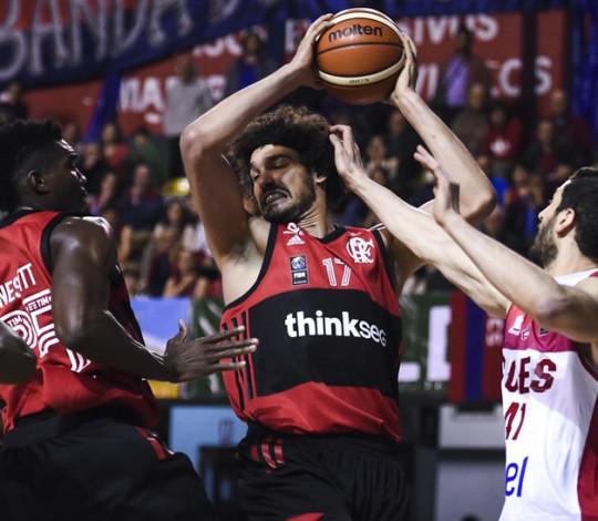 Anderson Varejão destaca jogo difícil e analisa vitória no Uruguai