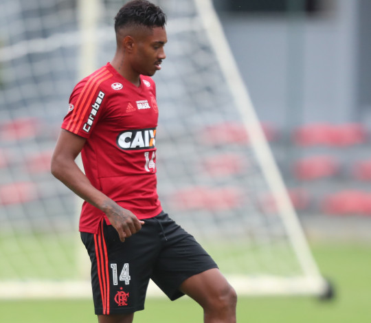 Vitinho fala sobre cobrança pessoal e expectativas para enfrentar Palmeiras