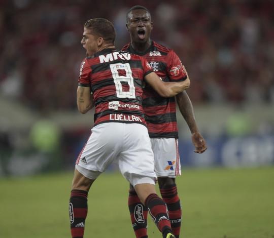 Flamengo empata com Palmeiras e mantém distância de quatro pontos da liderança