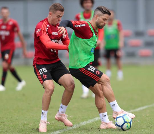 Mais Querido treina no CT de olho no confronto diante do São Paulo