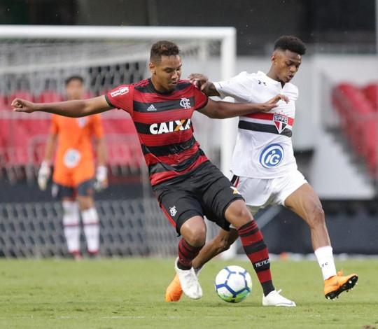 Sub-17 se impõe no Morumbi, derrota o São Paulo e abre vantagem rumo à semifinal da Copa do Brasil