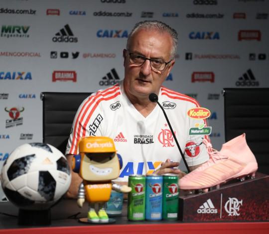 Dorival Júnior destaca evolução do Flamengo e analisa duelo contra o São Paulo