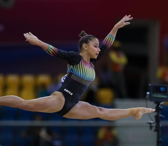 Flavia Saraiva fica entre as dez melhores ginastas do mundo
