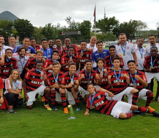 Flamengo e Fluminense se encaram pelo título do Campeonato Carioca Sub-15