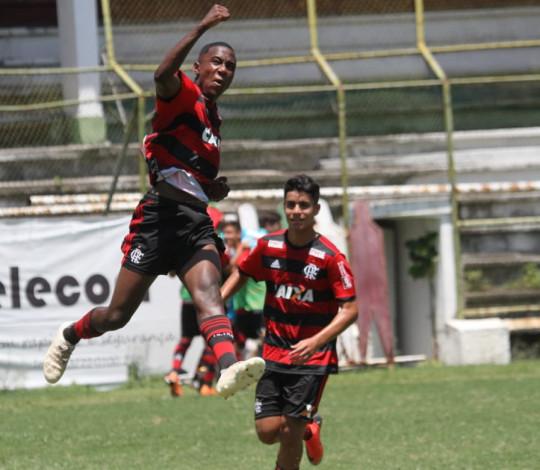 Flamengo vence o Fluminense e sai na frente na decisão do Carioca Sub-15
