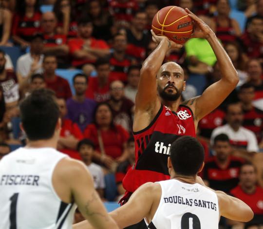 Liderando o placar de ponta a ponta, Flamengo vence Corinthians pelo NBB e chega à quinta vitória