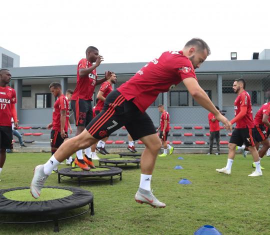 Everton Ribeiro fala sobre preparação física e sequência de jogos no Fla
