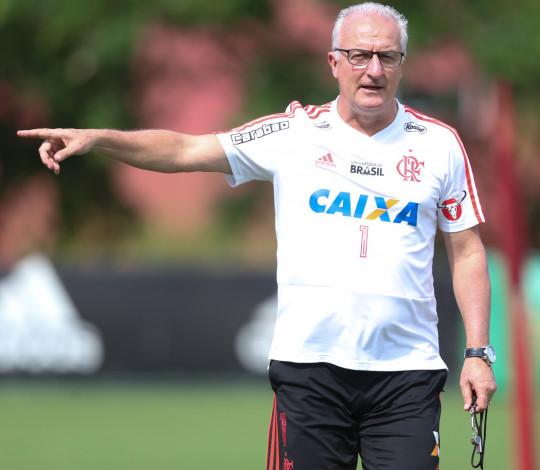 Dorival Júnior projeta o clássico contra o Botafogo e destaca evolução da equipe
