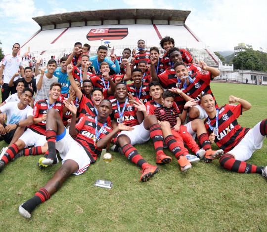 É CAMPEÃO! Sub-15 derrota Fluminense nos pênaltis e conquista o Campeonato Carioca