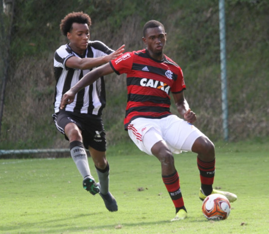 Sub-16 estreia no triangular final do Torneio Guilherme Embry com derrota
