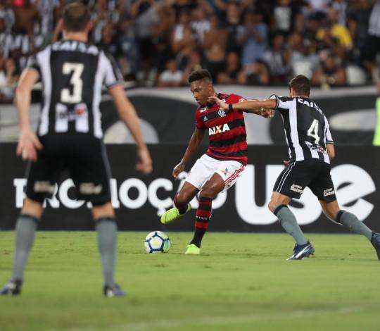 Flamengo perde para o Botafogo no Engenhão e se distancia da liderança