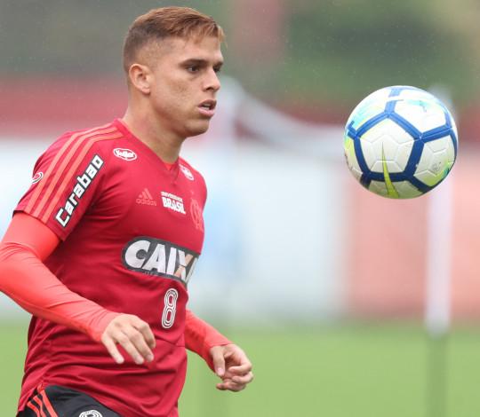 """Cuéllar analisa reta final do Brasileirão e afirma: """"Ainda estamos pensando no título"""""""