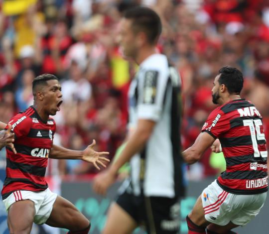 Dourado e Berrío analisam jogada do gol na vitória contra o Santos