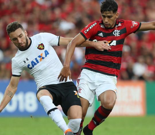 Após aniversário, Flamengo encara Sport em jogo crucial para manter a luta pelo título