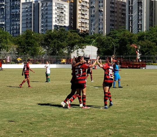 Dany Helena faz três gols, Flamengo/Marinha goleia Portuguesa e avança à final do Carioca