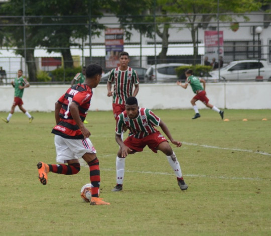 Sub-16 vence o Fluminense e assume a liderança do triangular final do Torneio Guilherme Embry