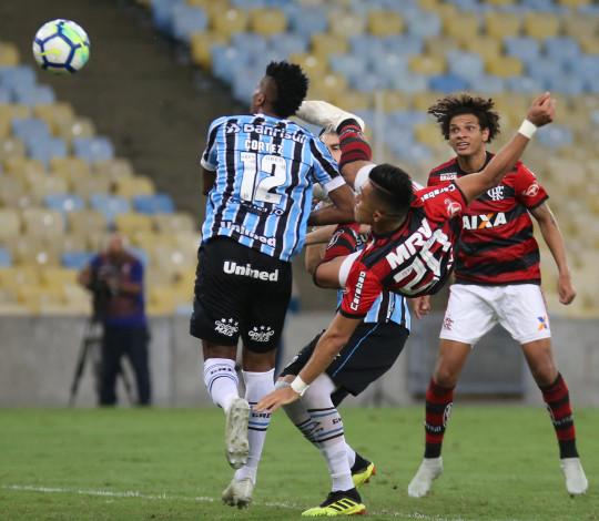 """Uribe destaca entrega do elenco contra o Grêmio e avisa: """"Vamos lutar até o fim"""""""
