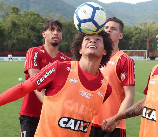 Flamengo se prepara para duelo contra o Cruzeiro e Arão concede entrevista coletiva