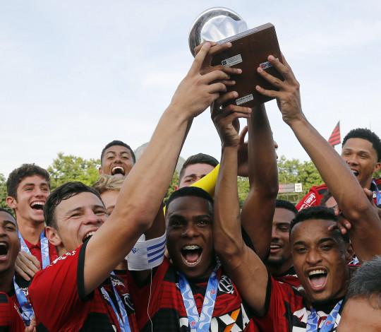 Atletas do Sub-20 celebram ano vitorioso e exaltam grupo rubro-negro