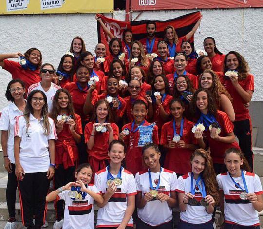 Flamengo é o grande campeão estadual de Nado Artístico