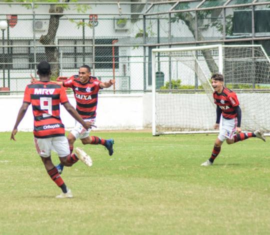 Sub-16 derrota o Botafogo e fica muito perto do bicampeonato do Torneio Guilherme Embry