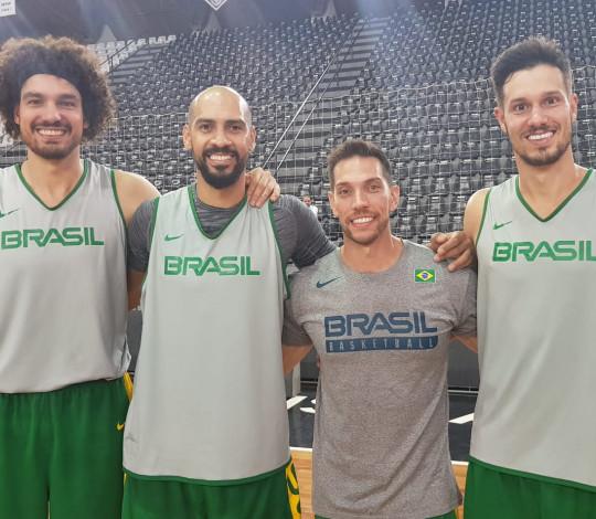Marquinhos, Varejão, Mineiro e Bruno Nicolaci se apresentam à Seleção Brasileira