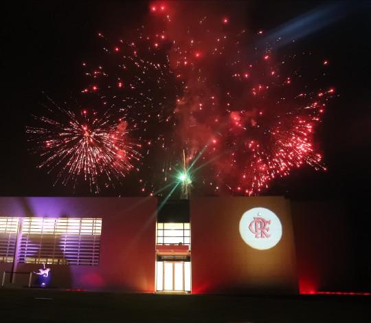 Em noite emocionante, Flamengo inaugura novo módulo no Ninho do Urubu