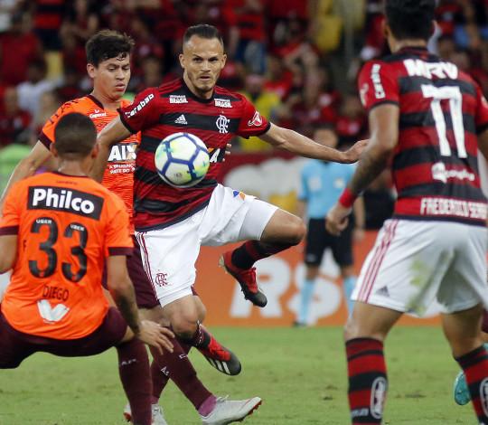 Flamengo perde para Atlético Paranaense na despedida da temporada 2018