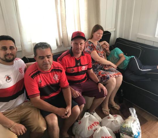 Fla Canelinha realiza entrega de alimentos