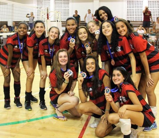 Flamengo conquista o bronze no Campeonato Brasileiro Interclubes Sub-15 de Vôlei