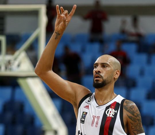 Marquinhos e Olivinha somam 50 pontos, Flamengo vence Minas e avança no Super 8