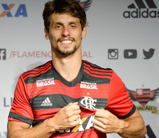 Flamengo apresenta oficialmente Rodrigo Caio, primeiro reforço de 2019