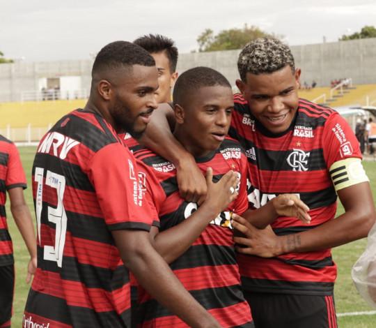 Bill marca três, Flamengo vence River-PI e estreia bem na Copa São Paulo