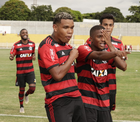 Bill celebra grande atuação na estreia da Copa São Paulo de Futebol Júnior